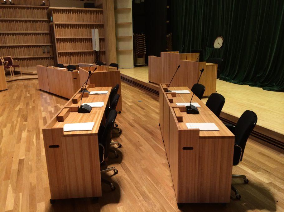 南小国町議会議場台